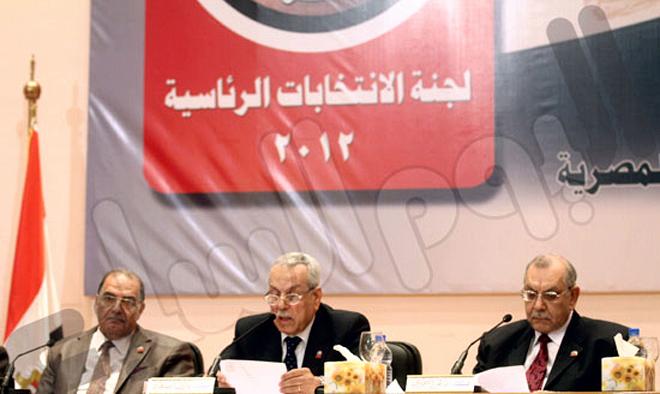 """""""العليا للانتخابات"""": الإعادة بين مرسى وشفيق.. و46.4% نسبة التصويت فى الجولة الأولى"""