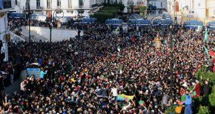 ارتفاع نسبة المشاركة بانتخابات الجزائر.. والآلاف يتظاهرون